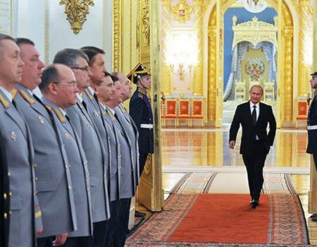 Putin se ha equivocado de profesión. O no.