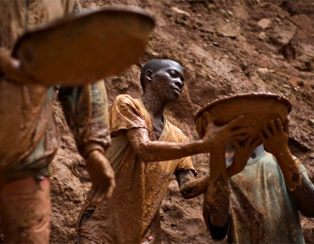 Niños trabajando en minas, multinacionales, Amnistía Internacional y datos