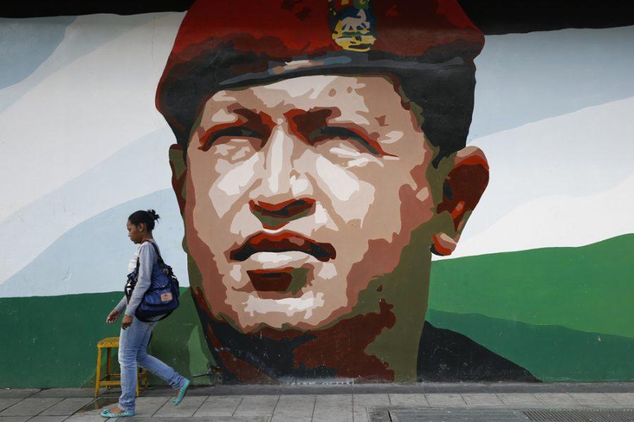 La larga sombra de Hugo Chávez (entrevista a Rory Carroll)