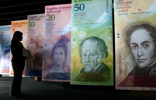 Moneda flexible; pobreza fija.