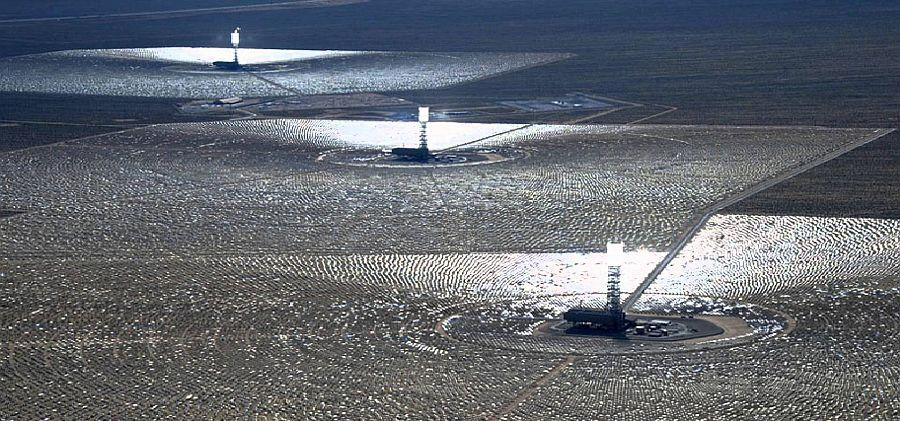 La planta solar en Ivanpah emite 46.000 toneladas métricas de CO2 al año
