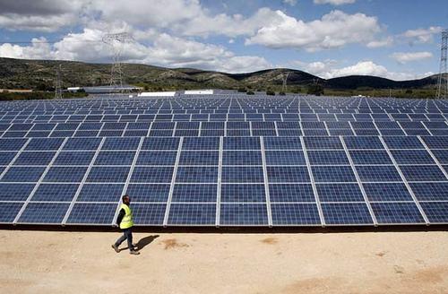 El déficit originado por la energía solar fotovoltaica se multiplica por 8,6 respecto a lo previsto
